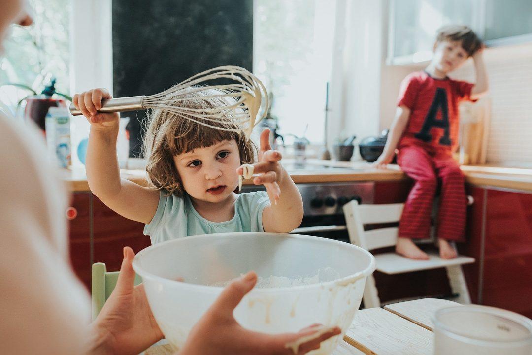 Backen mit kinder - Familienfotograf Prenzlauer Berg